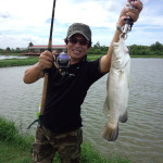 タイの釣堀パイロットでバラマンディを釣る
