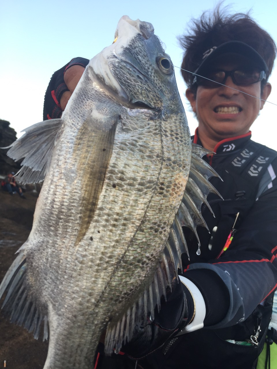 日本人が初めて竿を出す島で釣った記念の1匹です!