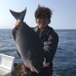 宇治群島で60センチの大型尾長キャッチ!