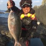男女群島で大型尾長 夜釣りで56センチ!