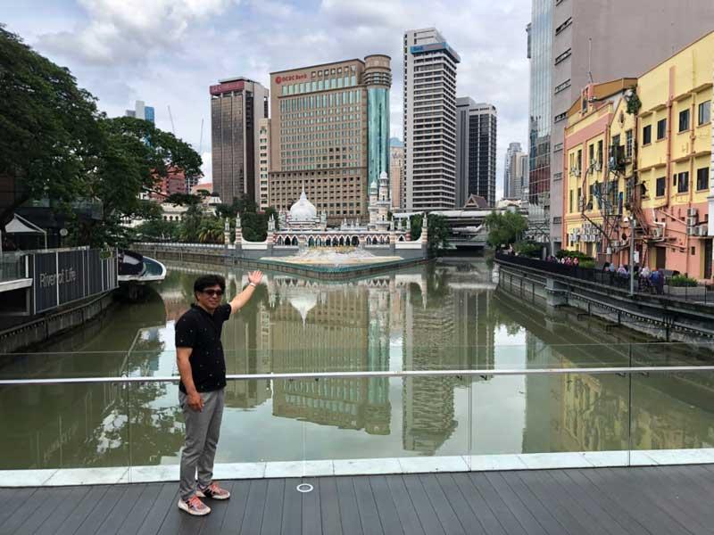 岡田建治とマレーシアの町並み